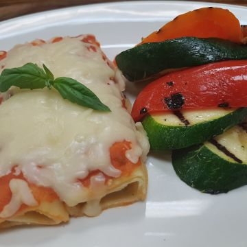 Spinach Cannelloni served with Tomato Sauce, with Steamed Rappini and Julienned Vegetables